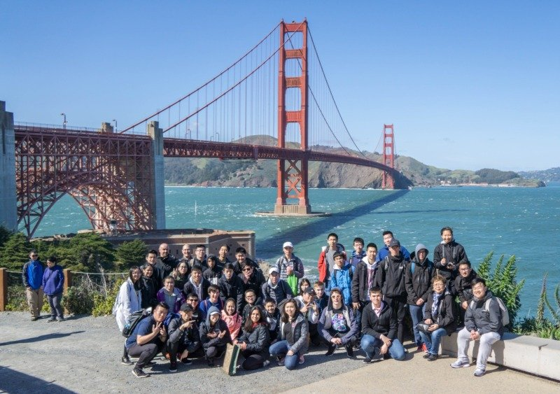 group tour at golden gate bridge